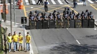 Полиция в Сан-Пауло, 12 июня 2014 года