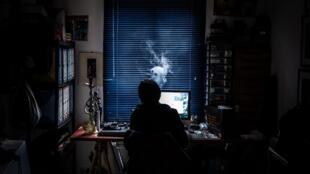 Un employé français confiné fait du télétravail à Givors, près de Lyon. (Image d'illustration)