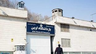 """مرگ """"سینا قنبری"""" از بازداشت شدگان اعتراضات اخیر در تهران، که در زندان اوین بسر میبرد تأیید شد."""