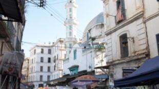 Sur un marché dans la Casbah d'Alger.