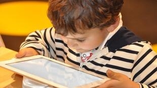 Постоянное использование электронных гаджетов приводит к снижению IQ у детей.