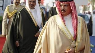 Le roi de Bahreïn Hamed ben Issa al-Khalifa et son héritier Salmane.