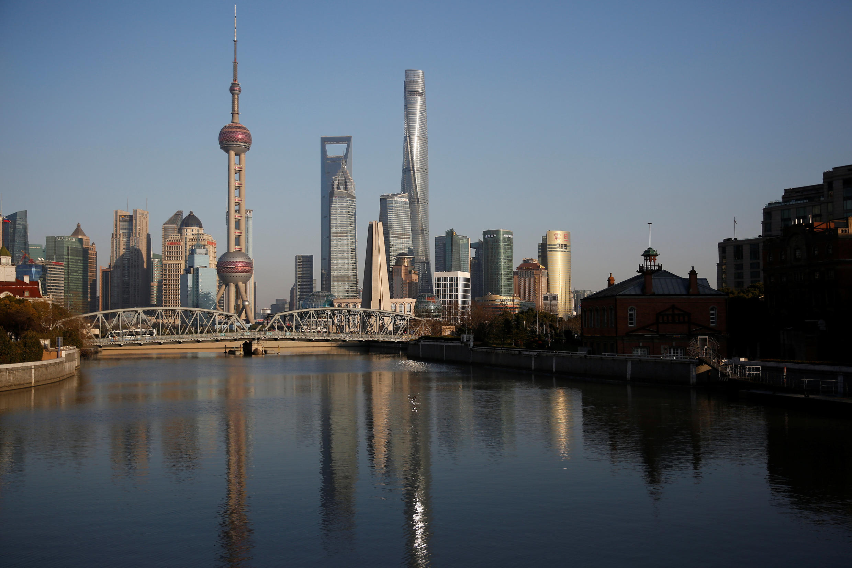 图为中国上海浦东远眺景色