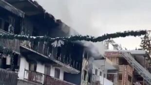 В трехэтажном здании в Куршевеле произошел пожар, погибли два человека