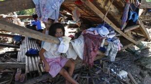 O tufão Hagupit atingiu a região centro das Filipinas destruindo casas e fazendo vítimas.