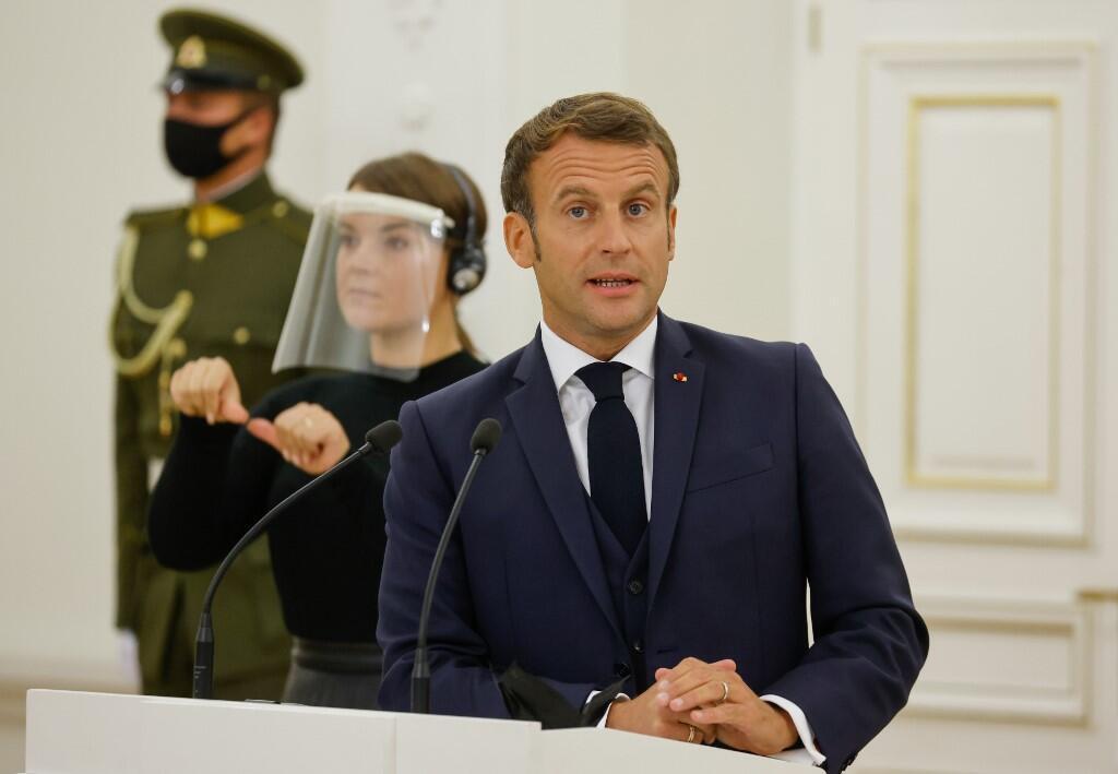 Rais wa Ufaransa Emmanuel Macron katika mkutano na waandishi wa habari katika Ikulu ya rais huko Vilnius, Lithuania.