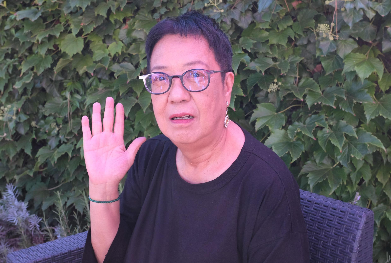 La Hong-Kongaise Ann Hui, première femme réalisatrice honorée d'un Lion d'or pour sa carrière cinématographique.