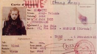 Carteira de identidade de uma menina judia, deportada pelo governo francês em 1942