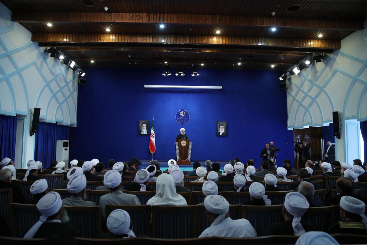 حسن روحانی در همایش روحانیون سنی، در هفته وحدت. یکشنبه ۲۱ آذر ۱۳۹۵