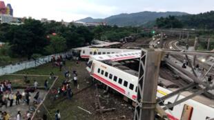 圖為台灣宜蘭新馬車站普悠瑪列車2018年10月21日出軌事故