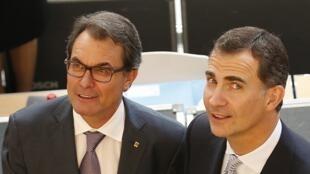 Le président de la Catalogne, Artur Mas (g.), et Felipe VI. Gérone, 26 juin 2014.