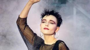 Portrait de la chanteuse Jeanne Mas.