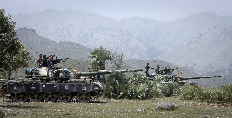 Exército paquistanês em uma demonstração em Tora Warai, na fronteira com o Afeganistão.