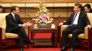 O presidente francês Emmanuel Macron e o anfitrião, Xi Jinping,em 8 de janeiro de 2018.