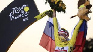 O ciclista esloveno Tadej Pogacar