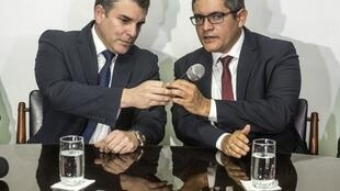 Los Fiscales que investigan el caso Odebrecht en Perú, Rafael Vela (izq) y José Domingo Pérez (der), destituidos y reincorporados en sus cargos por el cuestiinado Fiscal de la Nación
