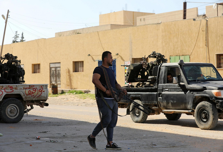 Des membres des forces liées au gouvernement d'union nationale à Ain Zara, dans le sud de Tripoli, le 11 avril 2019.