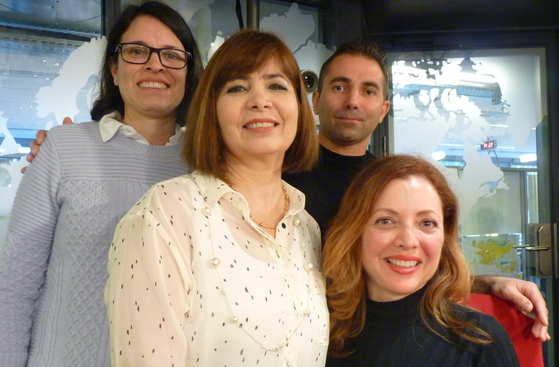 Los artistas Ines Silva, Gisseline Amiuny y Abel Ventoso junto a la comisaria de la exposción Leonor Parra