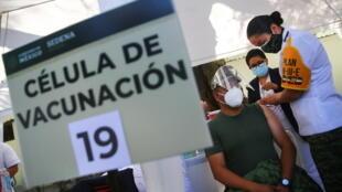 2020-12-27T212345Z_1025494133_RC2XVK9PT32E_RTRMADP_3_HEALTH-CORONAVIRUS-MEXICO-VACCINE