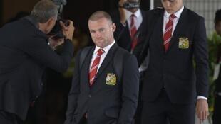 Wyne Rooney akiwa na wenzake wakati alipofanya ziara nchini Thailand