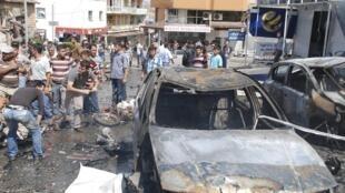 Dois carros explodiram em frente à prefeitura e a agência de correios de Reyhanli, perto da fronteira com a Síria, neste sábado, 11 de maio.