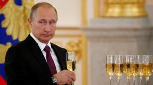 Владимир Путин на приеме иностранных послов в Кремле. 9 ноября 2016