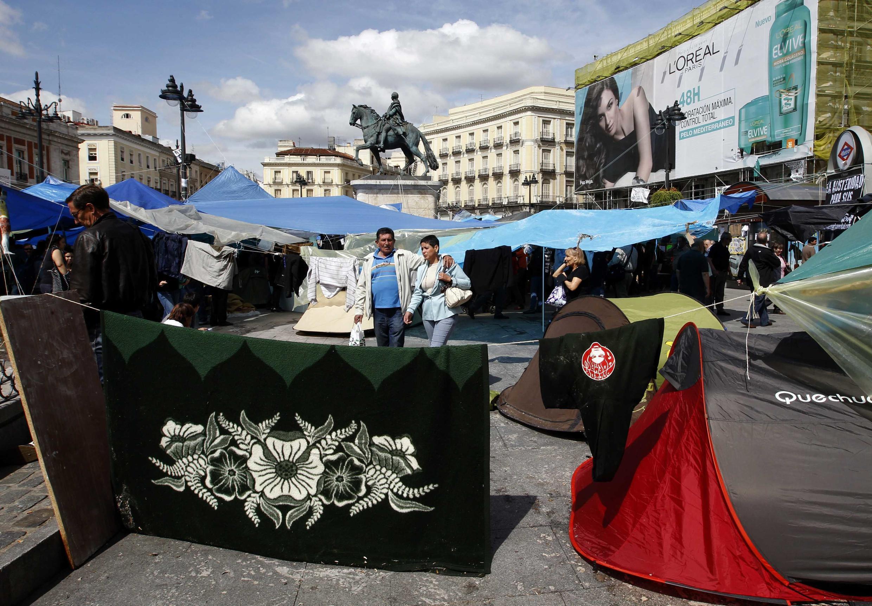 Палаточный лагерь протестующих на лощади Пуэрта дель Сол в Мадриде 19/05/2011