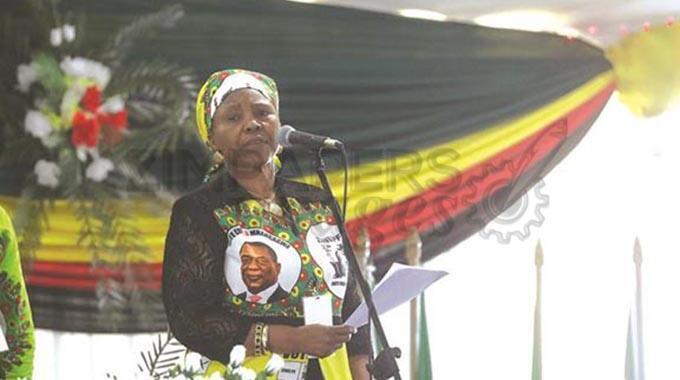 Waziri wa Ulinzi wa Zimbabwe Oppah Muchinguri Desemba 15, 2019 huko Harare.