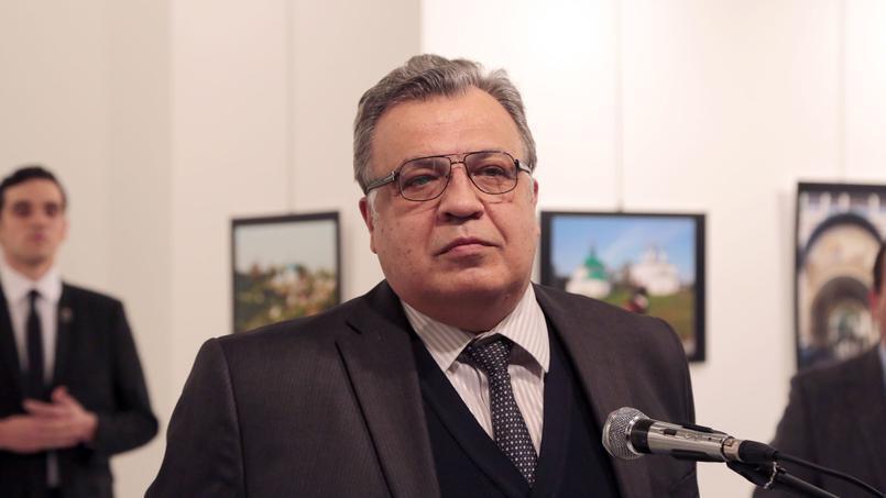 آندره کارلوف از سال ۲۰۱۳ تا ۲۰۱۶ سفیر روسیه در ترکیه بود و  در روز ۱۹ دسامبر ۲۰۱۶ در آنکارا ترور شد.