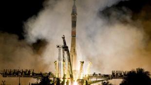 """Запуск РН """"Союз"""" на Байконуре 8 октября 2010."""