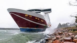 The Viking Line cruise ship Viking Grace ran aground with some 300 passengers on its way from Finland to Sweden