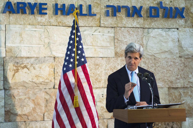 John Kerry durant sa conférence à l'aéroport international Ben Gourion, le 30 juin 2013.