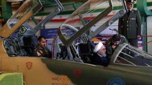 Le président Rohani dans le cockpit de l'avion de combat Kowsar, ce mardi 21 août 2018 les Téhéran.