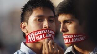 Les jeunes péruviens manifestent contre le régime spécial pour les 18-24 ans.