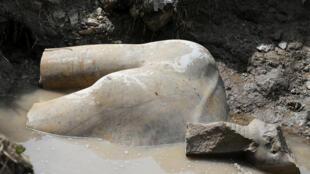 Hallazgo arqueológico en Egipto. Estatua de un faraón