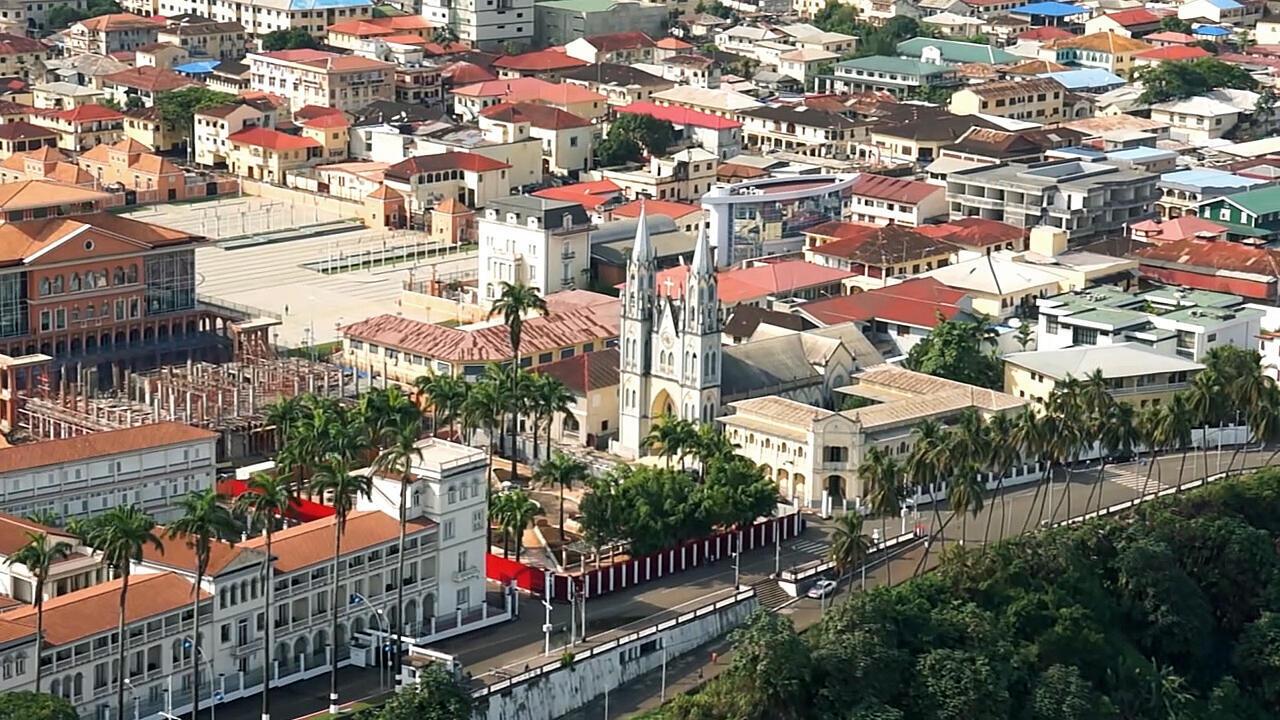 Vue du centre-ville de Malabo en Guinée équatoriale.