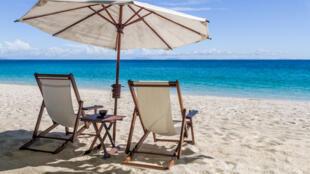 Faire de Madagascar un paradis touristique, et du tourisme un levier de développement pour le pays. Beaucoup en rêvent. Pourtant, en neuf ans, le nombre de touristes étrangers n'a jamais franchi la barre des 300000 visiteurs annuels.