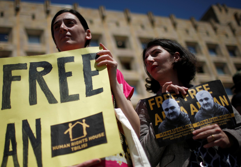 Акция в поддержку азербайджанского журналиста Афгана Мухтарлы, Тбилиси, 31 мая 2017.