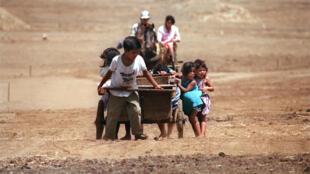 Familia nicaragüense en el campo.