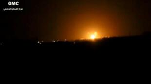 Suposta imagem da explosão perto de Damasco nesta quinta-feira, 27 de abril de 2017, trasmitida pela internet.