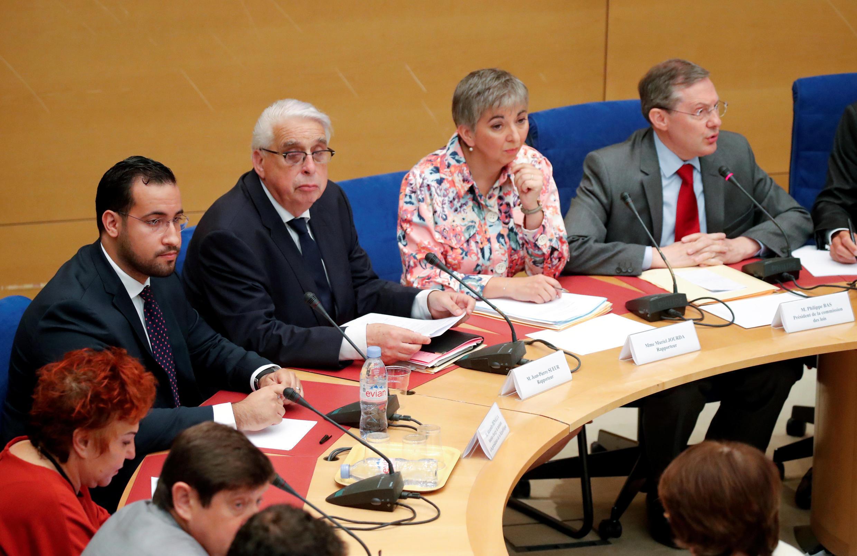 Ông Alexandre Benalla (T) trả lời các chất vấn của các thượng nghị sĩ thuộc Ủy ban Tư Pháp, điện Luxembourg, Paris, 19/09/2018.