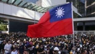 香港反送中游行队伍中曾出现台湾中华民国国旗,2019年7月