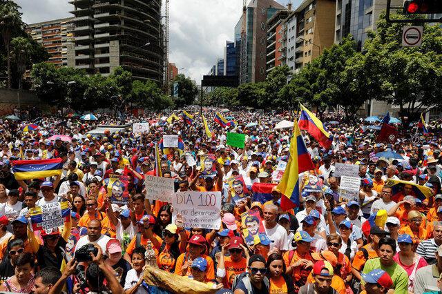 Manifestação contra o governo de Nicolás Maduro em Caracas.