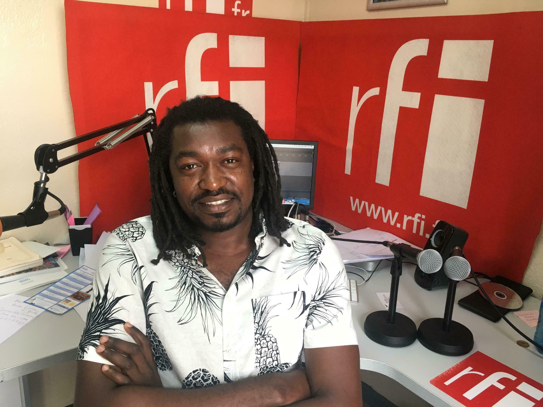 Makenzy Orcel au studio de Koze Kilti à Port-au-Prince.