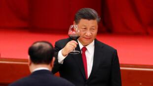 中國國家主席習近平9月30日在人民大會堂出席國慶招待會。