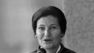 La entonces ministra de Salud francesa, Simone Veil, en 1975.