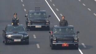 中国国家主席习近平10月1日检阅三军