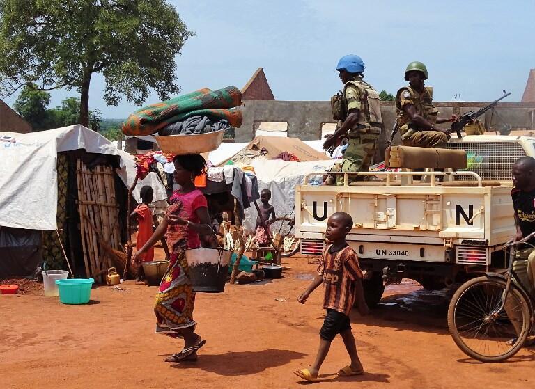 Bria, RCA, le 12 juin 2017. Les Casques bleus gabonais patrouillent dans cette petite localité qui connaît des violences sporadiques depuis mai 2017.