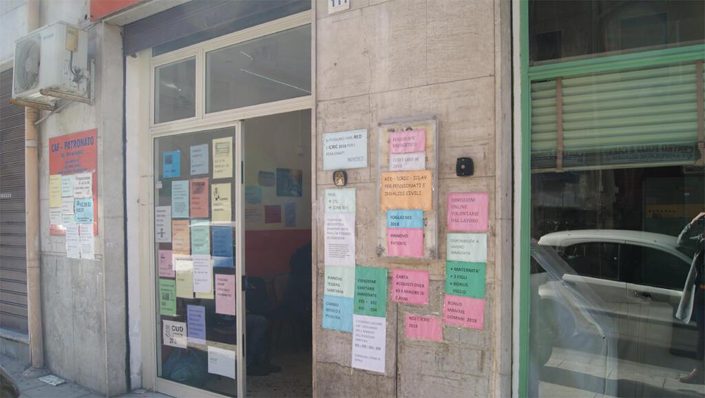Une agence à Palerme en Sicile qui octroie le Revenu de citoyenneté. «Peu de demandes», dit le gérant.