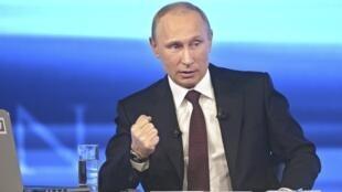 O presidente russo, Vladimir Putin, durante coletiva nesta quinta-feira (17).